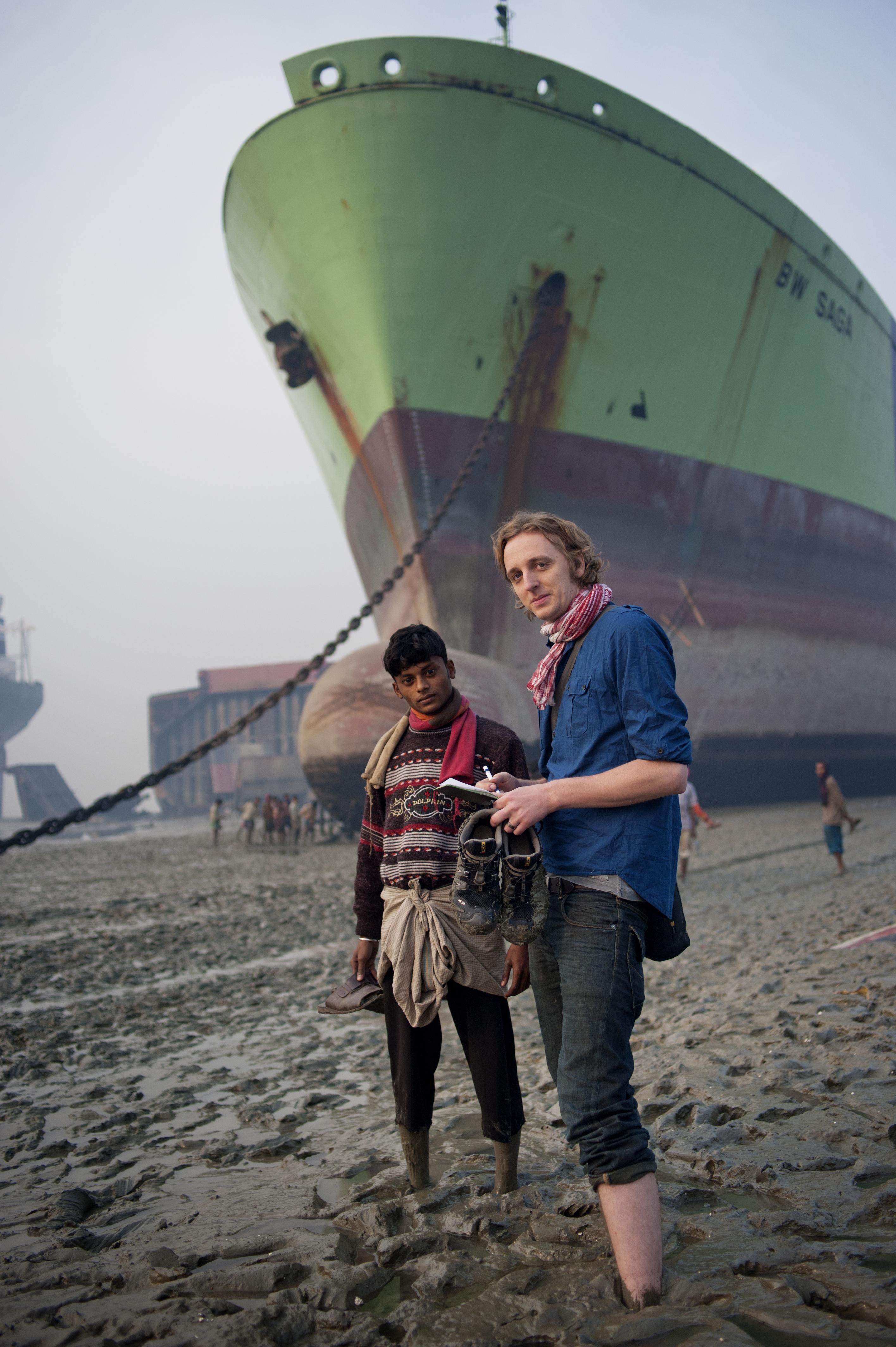 Martin Schibbye på uppdrag i Bangladesh 2010